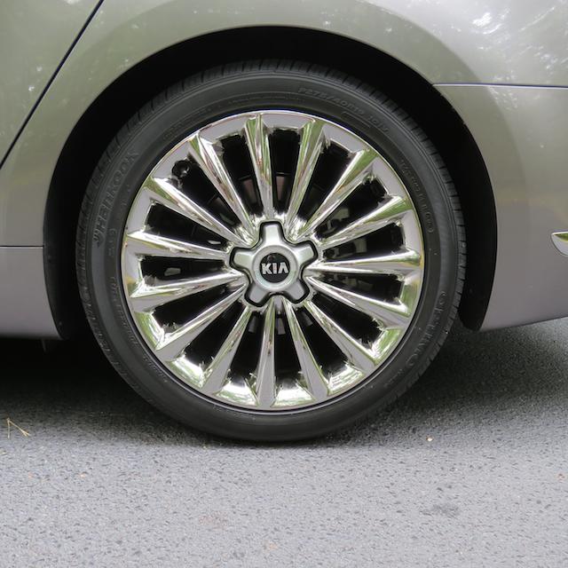 2015 Kia K900.