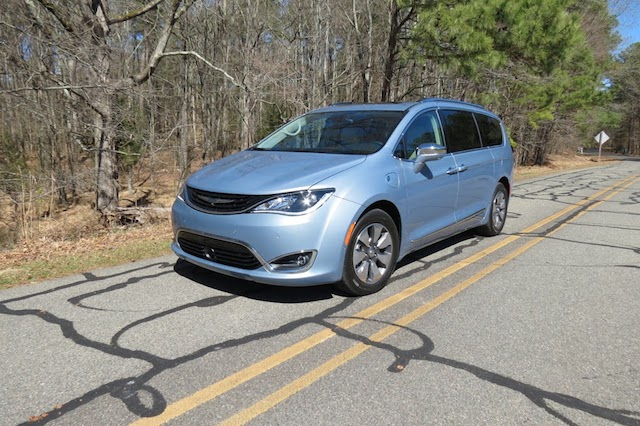 2017 Chrysler Pacifica Hybrid.