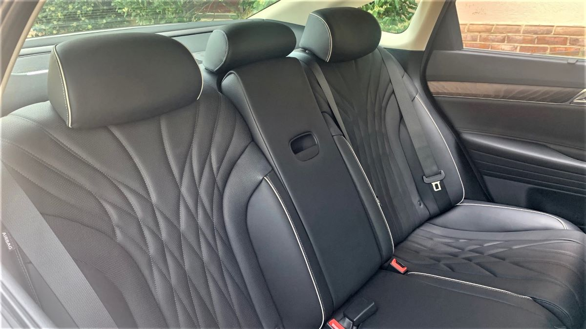 Genesis G80 second-row seats