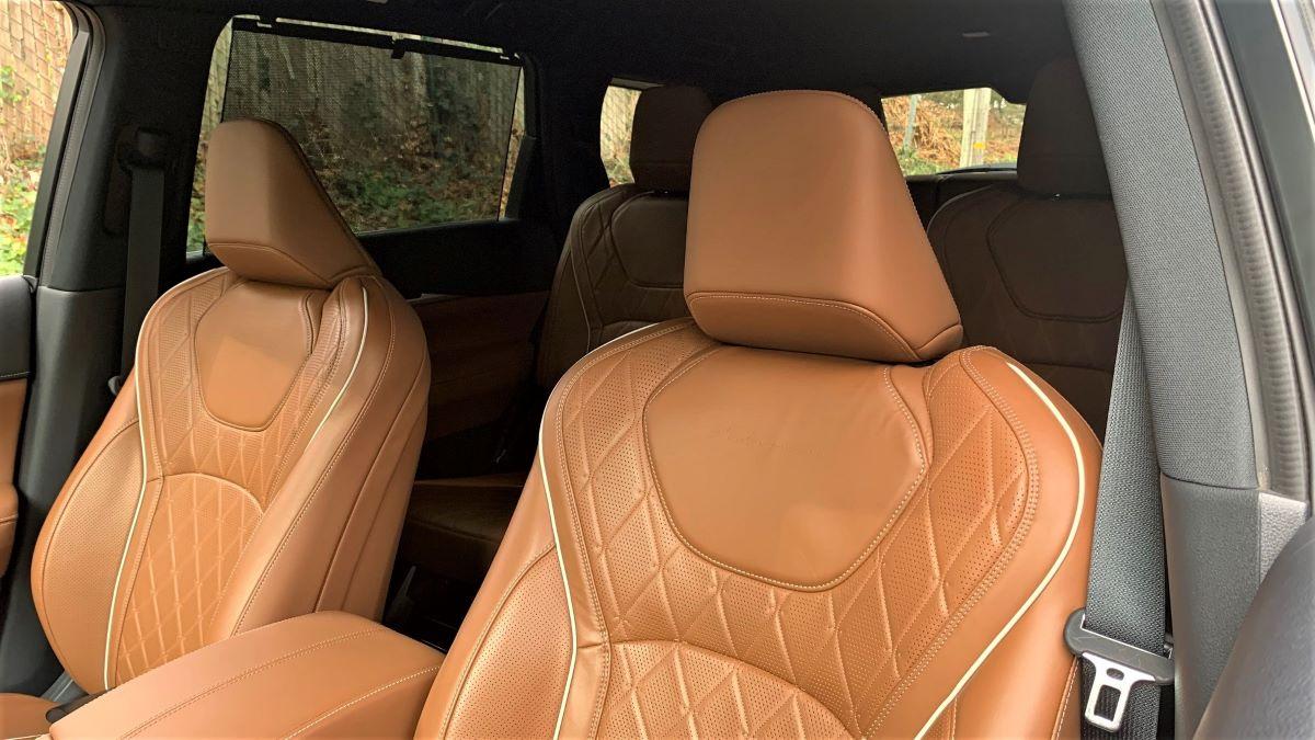 2022 Infiniti QX60 front seats