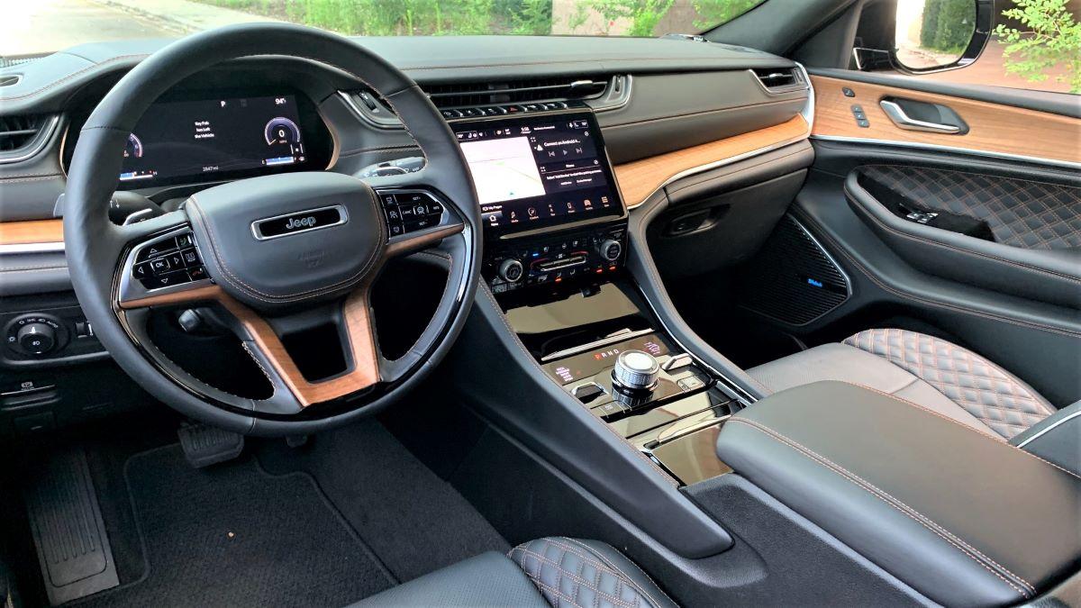 2021 Jeep Grand Cherokee L dashboard