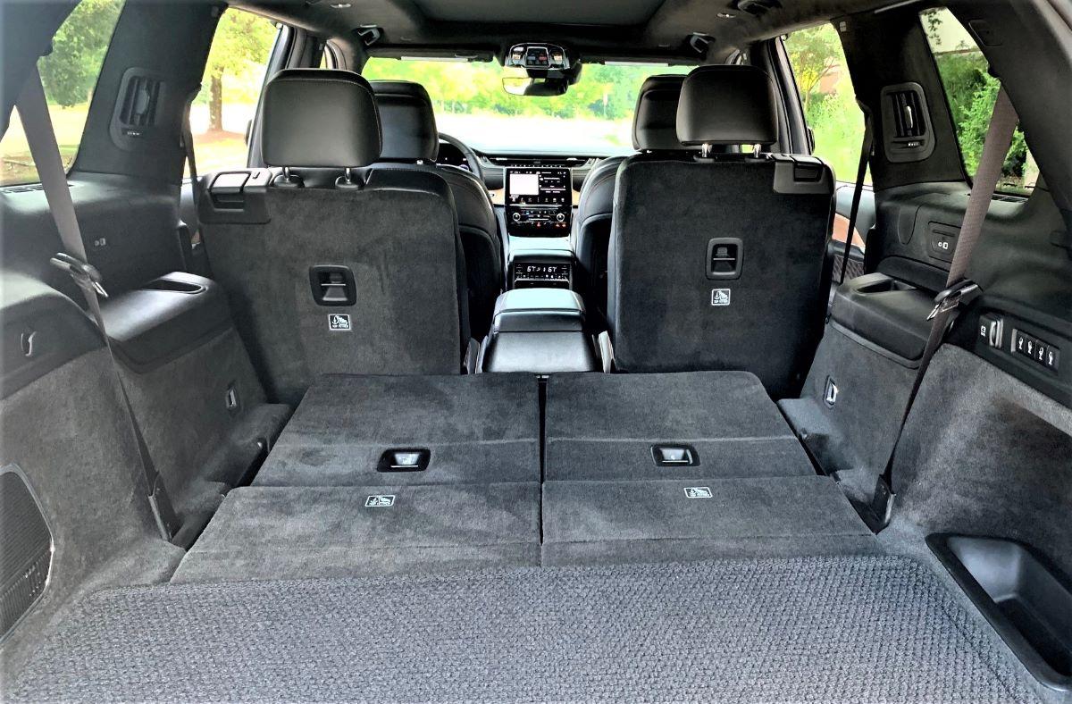 2021 Jeep Grand Cherokee folded seats