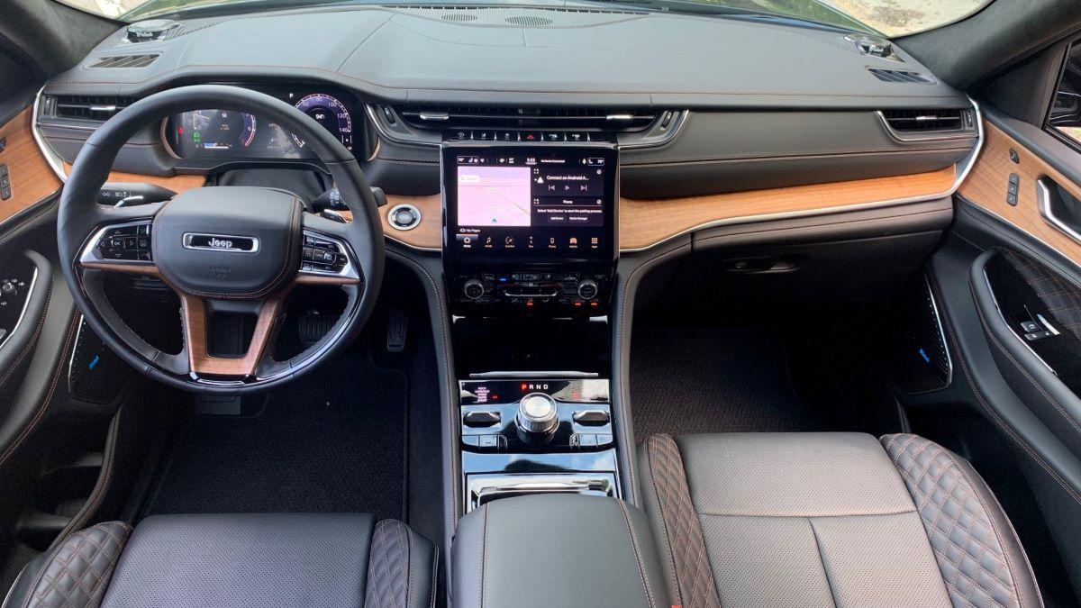 2021 Jeep Grand Cherokee dashboard