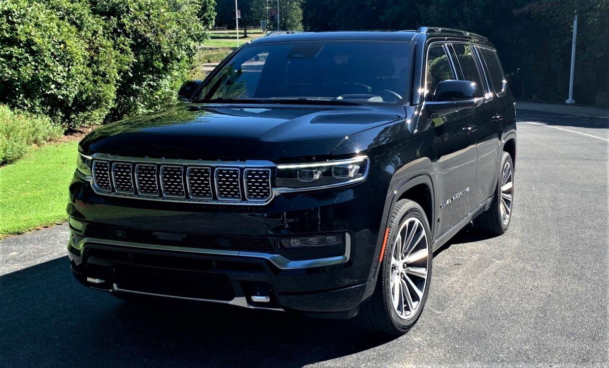 2022 Jeep Grand Wagoneer front three quarter