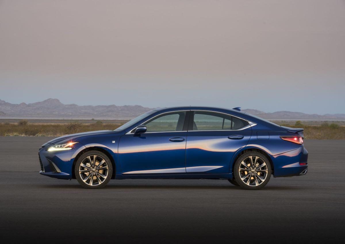 Lexus ES profile