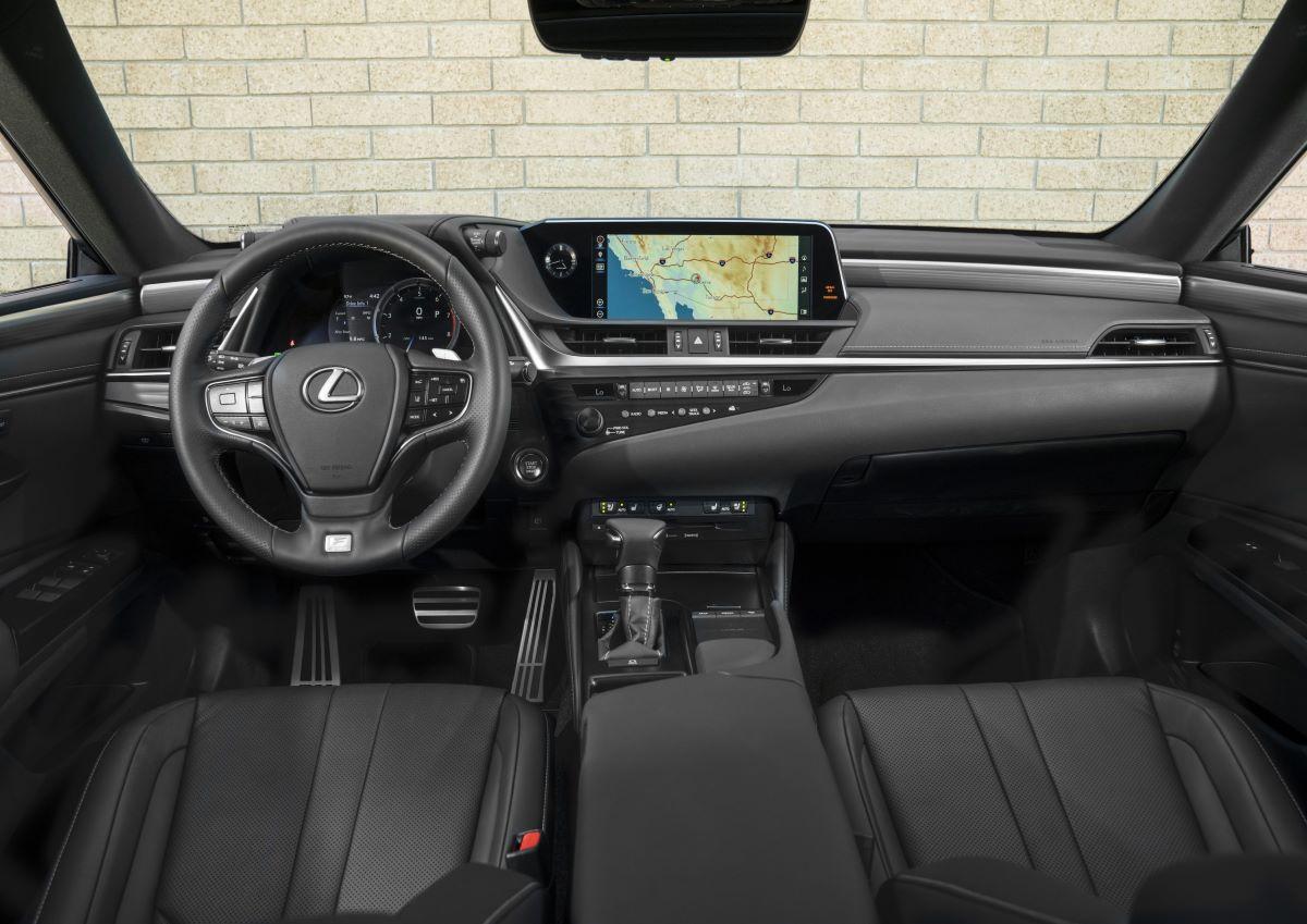 Lexus ES dashboard