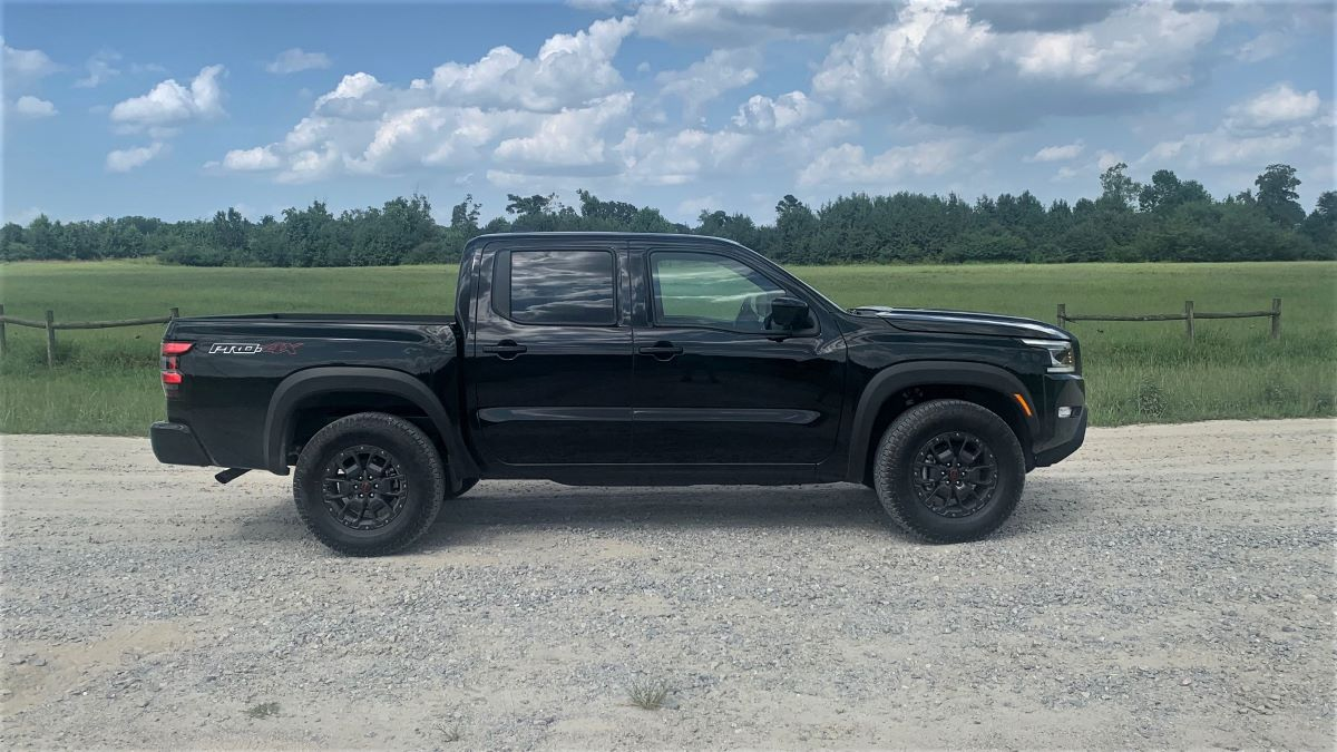 2022 Nissan Frontier profile view