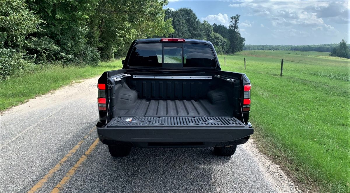 2022 Nissan Frontier tailgate down