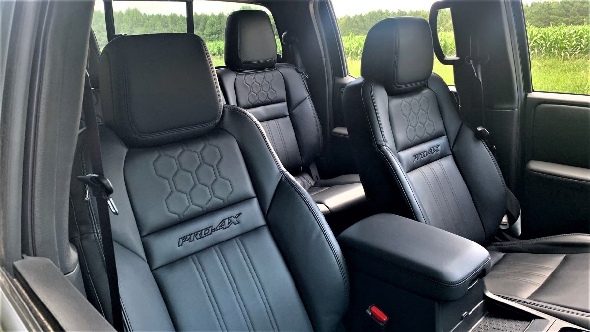2022 Nissan Frontier front seats