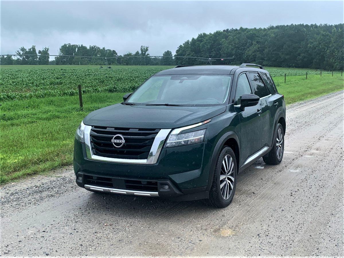 2022 Nissan Pathfinder front fascia