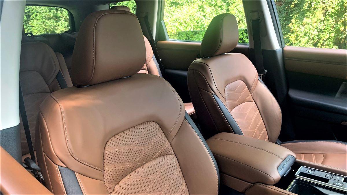 Nissan Pathfinder front seats