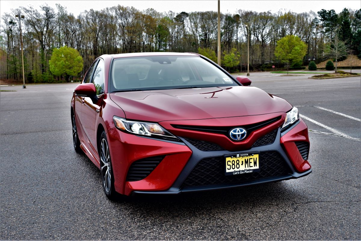 Sporty and effienct: 2020 Toyota Camry Hybrid SE.