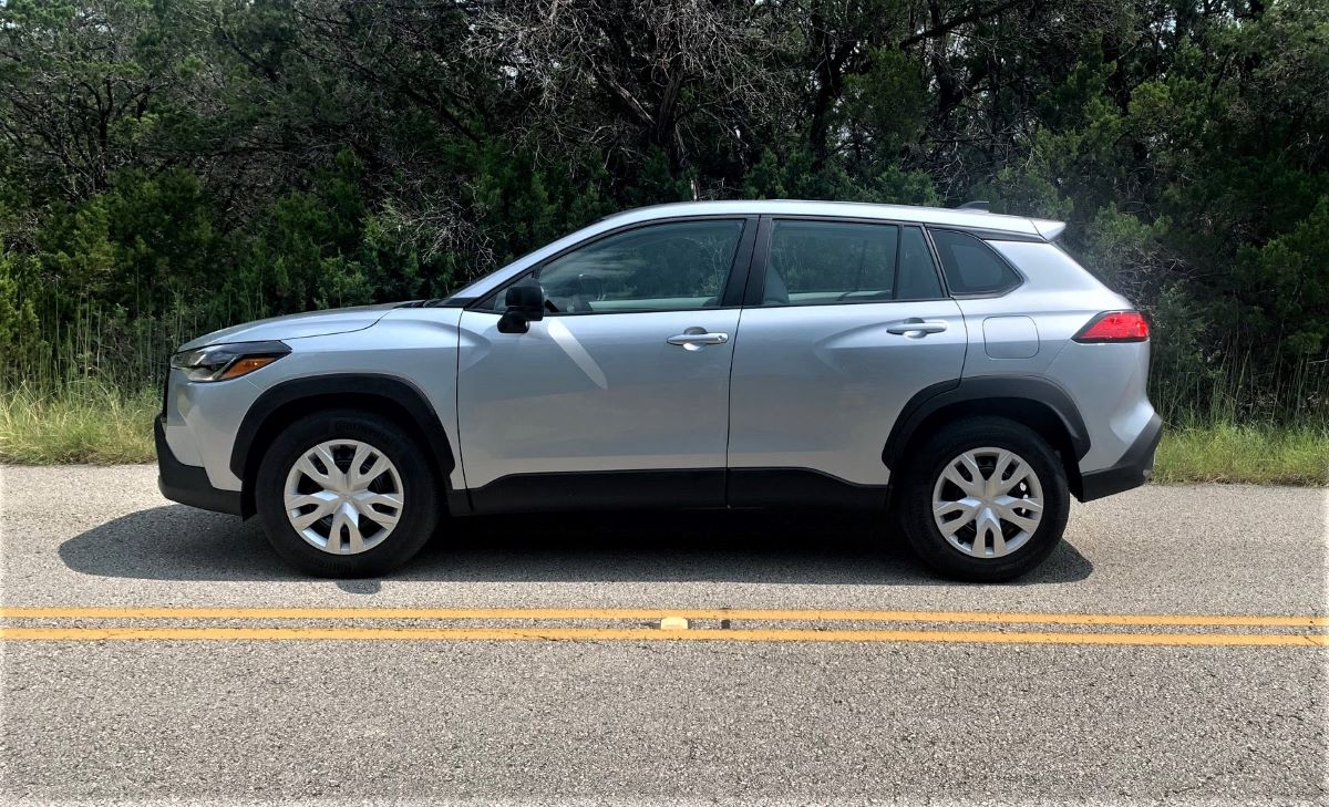 2022 Toyota Corolla Cross profile