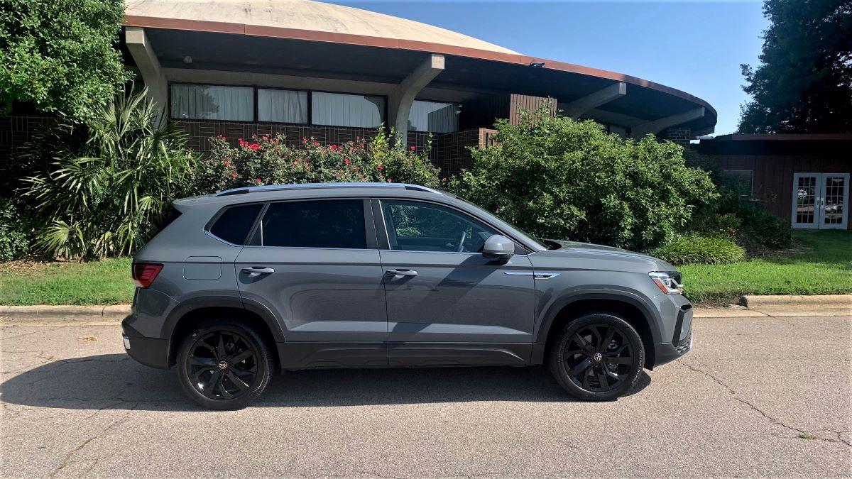 VW Taos profile