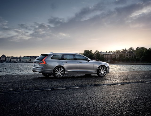 2018 Volvo V90 Cross Country.