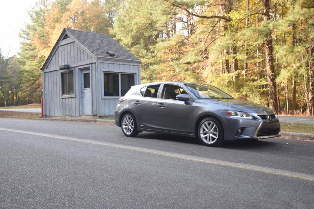 2017 Lexus CT 200h.